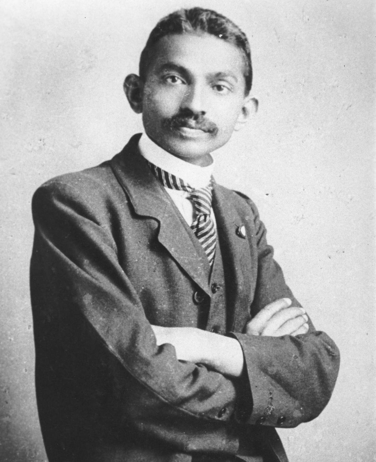 gandhi-was-a-racist-who-slept-with-young-girls-and-let-his-wife-die-of-pneumonia-body-image-1449157897